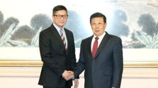 2019年12月,香港新任警務處長鄧炳強(左)月初上京拜會公安部長趙克志,多謝黨的支持(公安部官網圖)