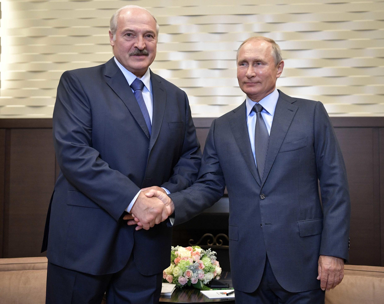 Александр Лукашенко (слева) и Владимир Путин в резиденции президента РФ «Бочаров ручей», 22 августа 2018.