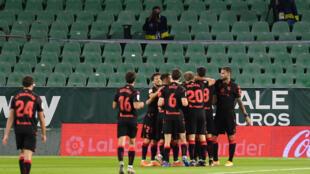 Ante un rival que lucha por la permanencia, la Real Sociedad se adueñó del balón en Vigo y empezó a buscar huecos en la defensa del Celta, una de las más endebles del campeonato