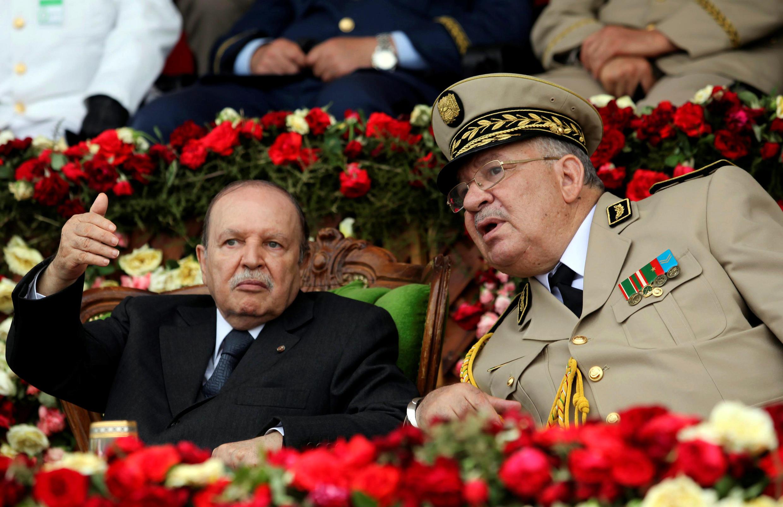 O presidente da Argélia, Abdelaziz Bouteflika, junto com Ahmed Gaïd Salah em 2012