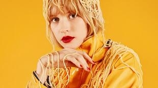 Portrait de la chanteuse Angèle. Son album «Brol» est sorti chez Angèle VL Records.
