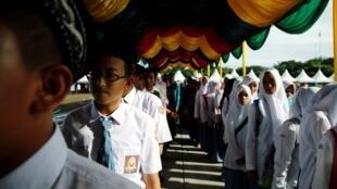 印尼學生參加海嘯10周年紀念儀式2014年12月26日班達亞齊。