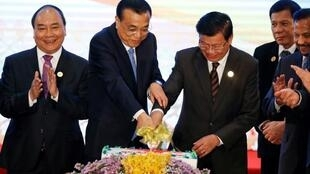 图为越南总理阮春福2016年参加老挝万象东盟峰会