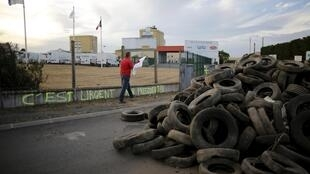 French farmers block the entrance of a dairy in Ancenis, 23 July 2015.