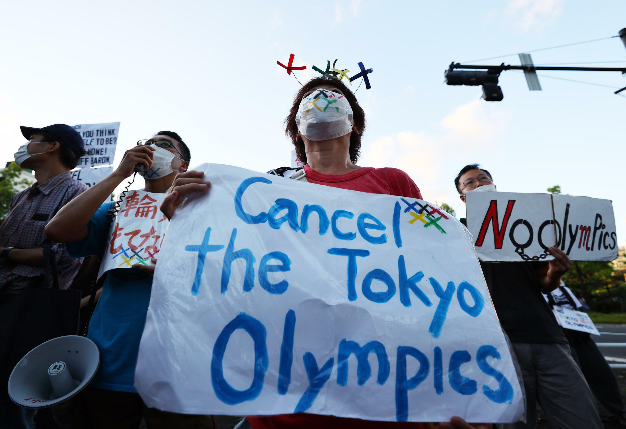 2021-07-18T093944Z_1502314598_UP1EH7I0QU60W_RTRMADP_3_OLYMPICS-2020-BACH-PROTEST