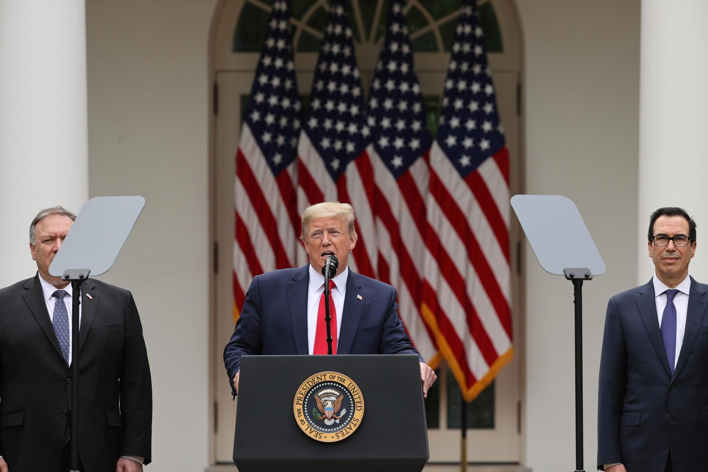 美国总统特朗普宣布将取消香港的特殊贸易地位