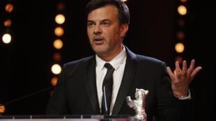Francois Ozon recebe o Grande Prêmio do Júri do Urso de Prata, durante a cerimônia de premiação no 69º Festival Internacional de Cinema de Berlinale, em Berlim, Alemanha, em 16 de fevereiro de 2019.