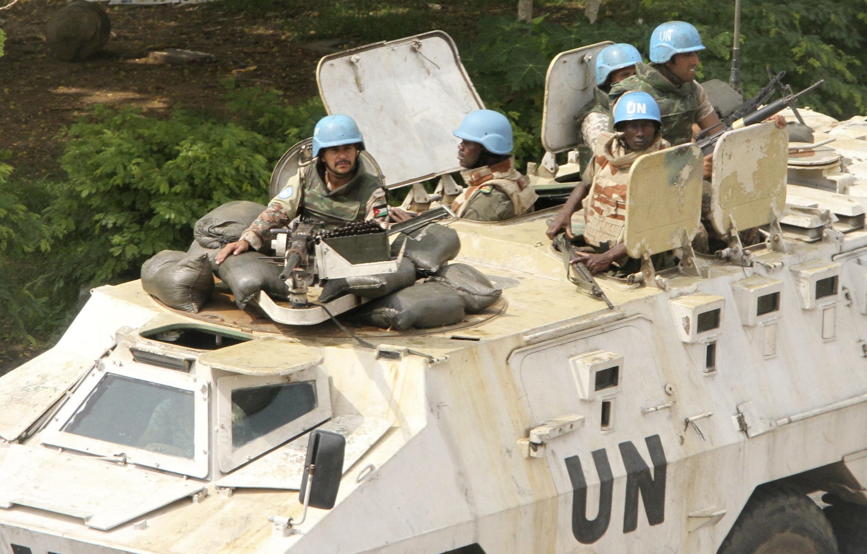 Une patrouille de l'Onuci dans les rues d'Abidjan, le 7 avril 2011.