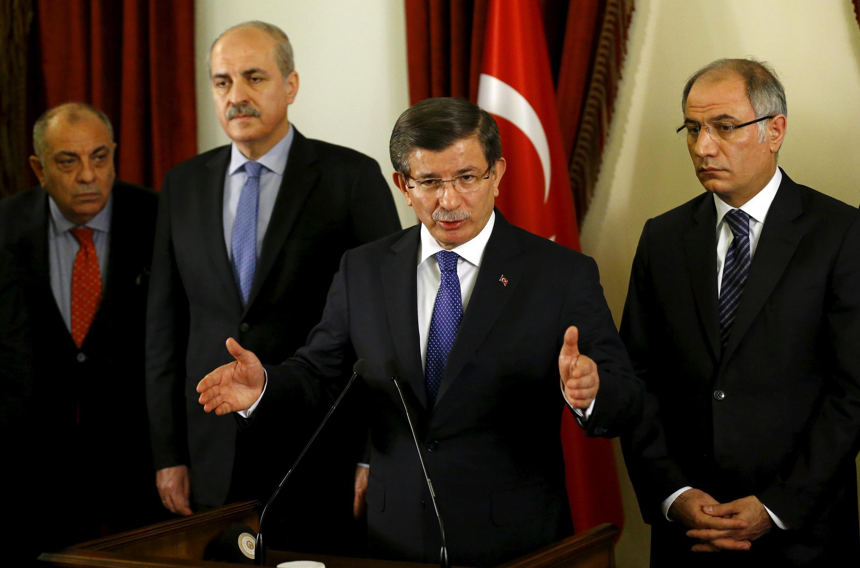 Thủ tướng Thổ Nhĩ Kỳ trả lời báo giới ngày 20/02/2016 sau cuộc họp với các quan chức bộ Nội Vụ về tăng cường các biện pháp an ninh sau vụ tấn công tại Ankara.