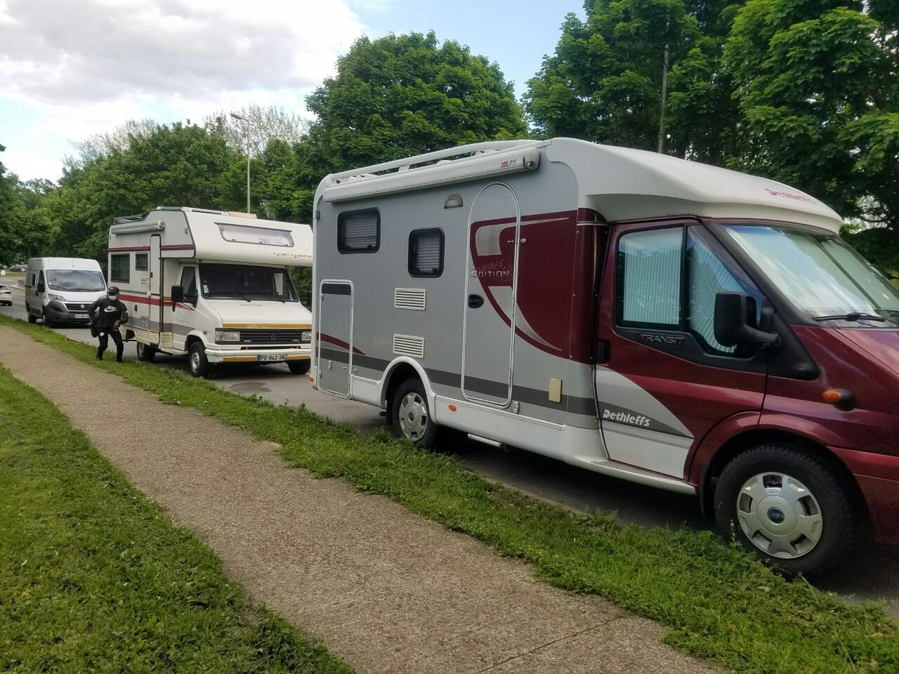 Les vans, camping-cars et caravanes sont les grands favoris des vacanciers cette année. La vente de véhicules de loisirs bat des records.
