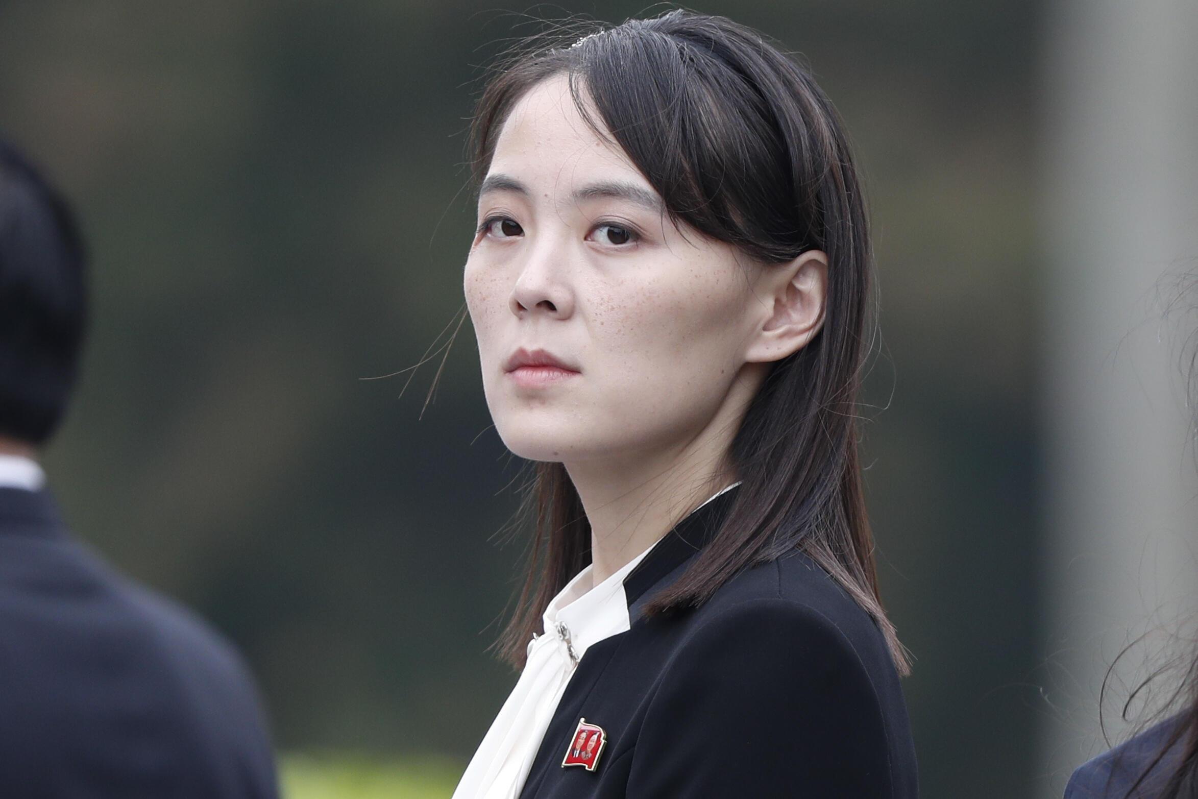 Kim Yo Jong ha sido durante mucho tiempo uno de los asesores más influyentes de su hermano y una de las mujeres más poderosas de Corea del Norte, pero su perfil público está creciendo rápidamente desde que ha surgido como una potencial sucesora de Kim Jon Un. Foto del 2 de marzo de 2019