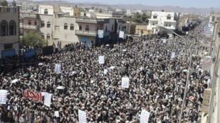 Des milliers d'opposants au président Saleh se sont rassemblés dans la ville de Saada, vendredi 21 octobre 2011.