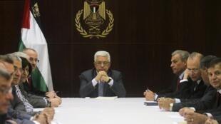O presidente palestino Mahmoud Abbas reunido com líderes palestinos para preparar retomada de diálogo com Israel.