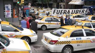 Le 13 novembre 2015, des taxis uruguayens avaient encerclé un hôtel de Montevideo où Uber organisait une journée de recrutement.