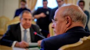 Augusto Santos Silva, ministro dos Negócios Estrangeiros de Portugal, (à direita) e o seu homólogo Sergei Lavrov (à esquerda). Moscovo. 26 de Fevereiro de 2018.