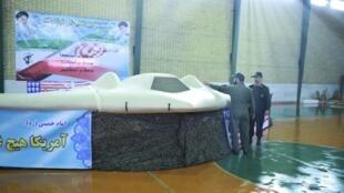 Máy bay . RQ-170 của Mỹ trưng bày tại Iran. Chiếc máy bay bị Iran bắt được vào tháng 12/2011.