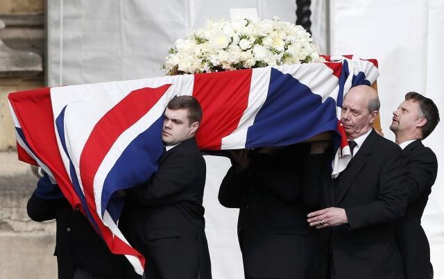 Caixão com o corpo de Margaret Thatcher chega ao Parlamento britânico nesta terça (16)