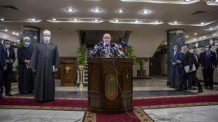 Le ministre français des Affaires étrangères Jean-Yves Le Drian en conférence de presse après sa rencontre avec le grand imam d'Al-Azhar, le 8 novembre 2020 au Caire.