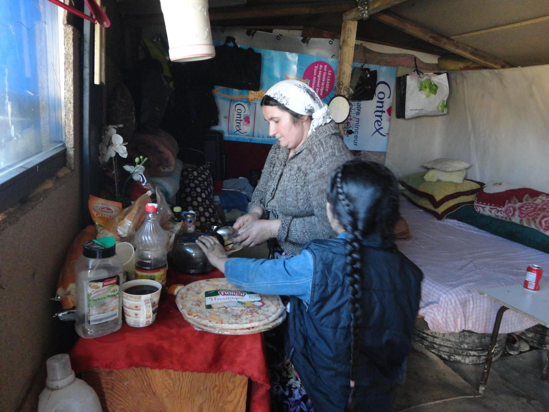 L'interieur d'un campement de roms