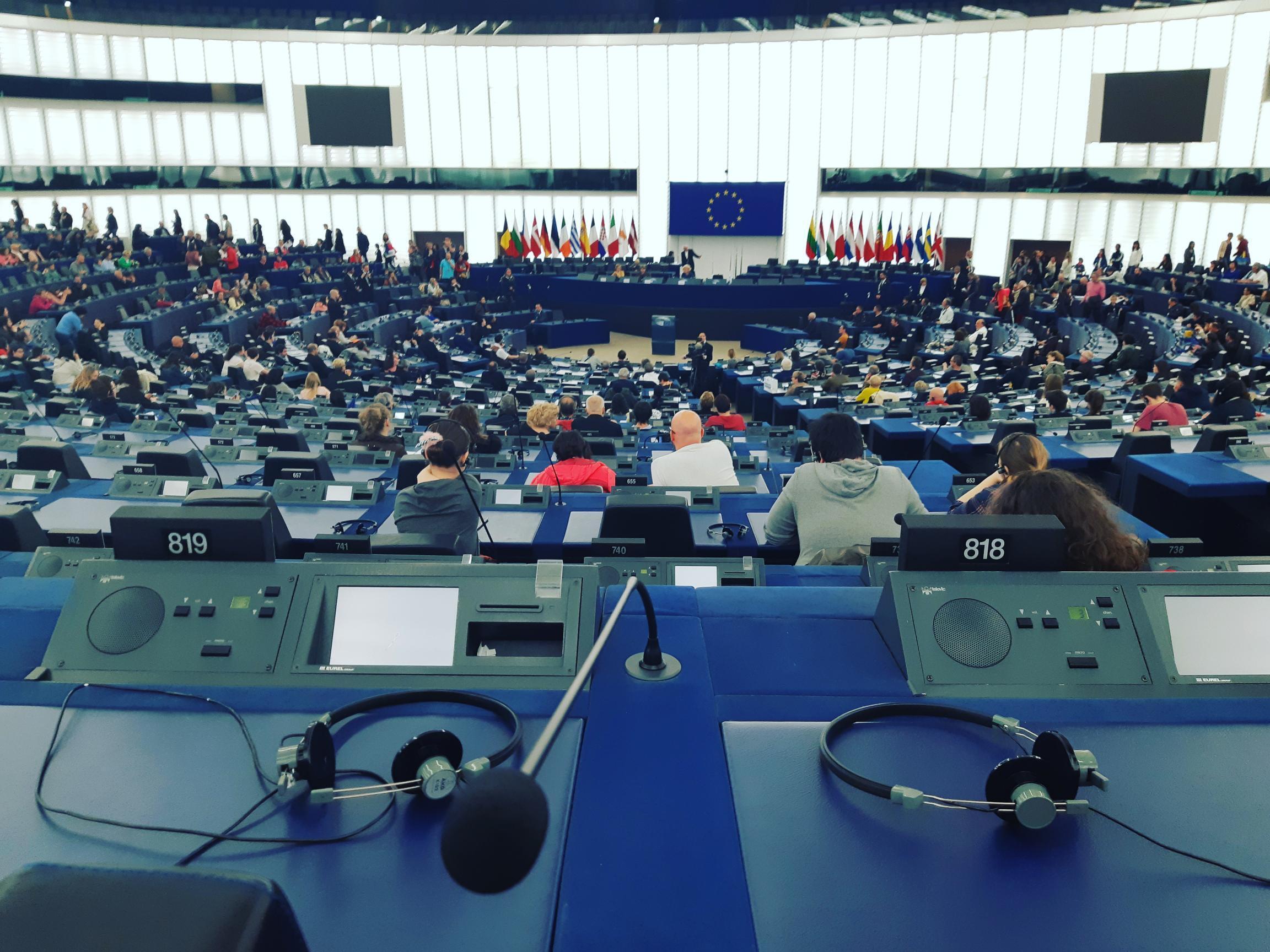 O Parlamento Europeu de Estrasburgo realizou neste domingo (19) a sessão Portas Abertas, a uma semana das eleições europeias.