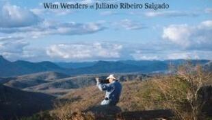 """""""O sal da Terra é o homem"""", diz Sebastião Salgado no documentário."""