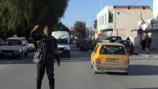 Un policier à Kasserine, dans le centre de la Tunisie, en 2011.