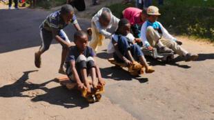 Au départ de la compétition de la course de calèches, en haut de la colline d'Ambohimanga.