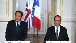 Tổng thống Pháp Francois Hollande và Thủ tướng Anh David Cameron tại buổi họp báo chung ở điện Elysée, Paris ngày 23/11/2015.