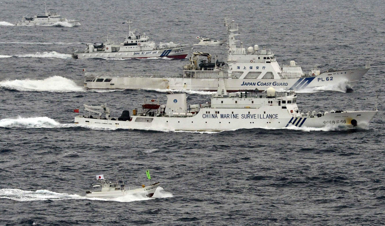 Tàu tuần duyên Nhật bao vây tàu Hải giám No. 66 (G) trong khu vực gần quần đảo Senkaku/Điếu Ngư, 23/04/2013