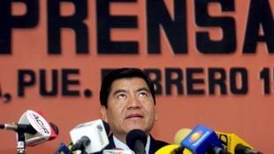 Mario Marin Torres, cuando era gobernador del estado de Puebla, en una conferencia de prensa el 15 de febrero de 2006 en Puebla. Marin aseguró que se falseó su voz en una llamada telefónica difundida por medios mexicanos y en la que se habla de un presunto complot contra la periodista Lydia Cacho, que denunció una red de pederastas.