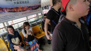 Ảnh minh họa : Du khách Trung Quốc đợi đi du thuyền ở Bangkok. Ảnh 11/01/2017.