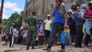 Tsena Mora d'Ampasapito, le 25 mars 2020. Ce mercredi, record d'affluence : plus d'une centaine de personnes n'a pas pu avoir accès à la nourriture subventionnée.
