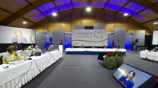 Los delegados escuchan el discurso de la enviada interina de la ONU para Libia, Stephanie Williams, en la apertura del Foro de Diálogo Político de Libia, el 1 de febrero de 2021 en Ginebra