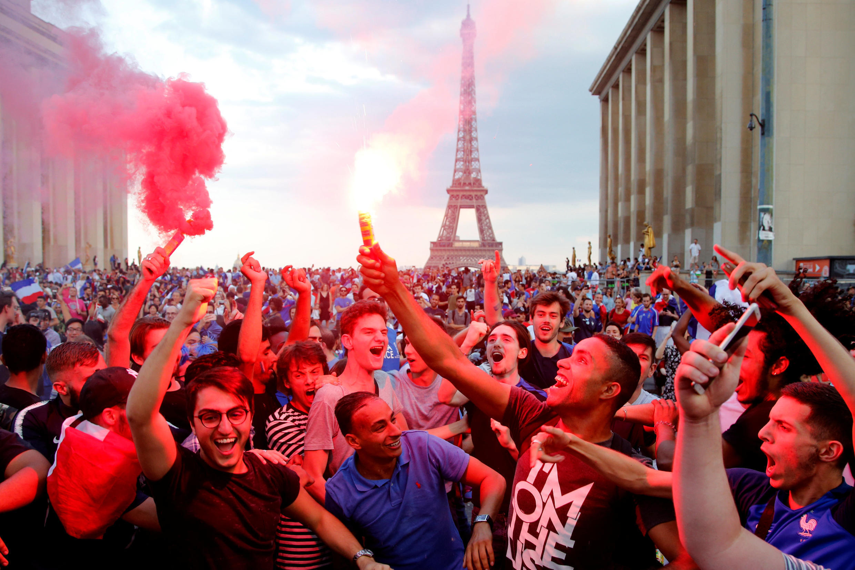 На парижской площади Трокадеро после победы сборной Франции в финале ЧМ 15 июля 2018