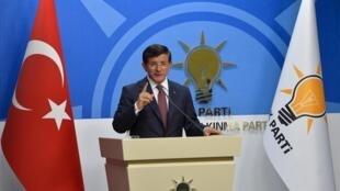 Le Premier ministre turc Ahmet Davutoglu a annoncé l'échec des concertations avec le principal parti d'opposition, le CHP, pour former une coalition gouvernementale.