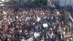ادامۀ تظاهرات مخالفان بشار اسد در شهر حمص – جمعه ١٨ نوامبر ٢٠١١