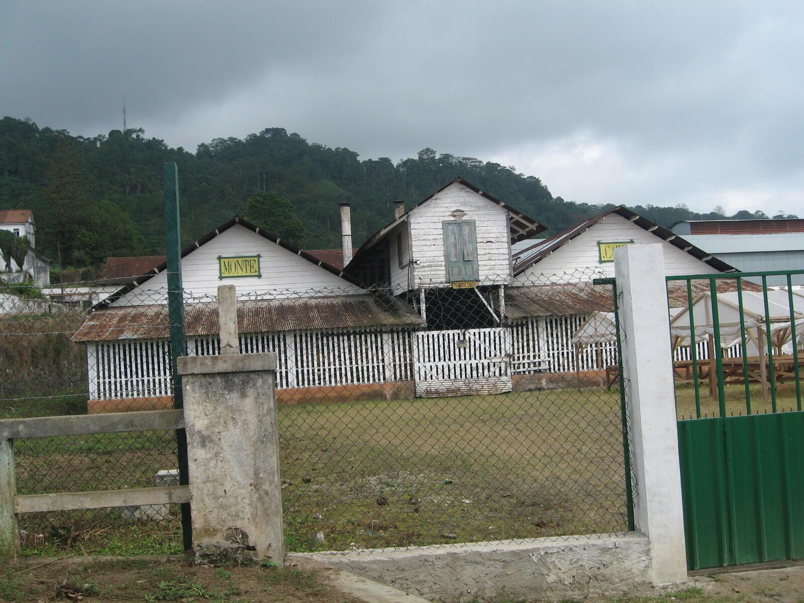 """A roça """"Monte café"""", na ilha de São Tomé, etapa a 27 de Julho de 2012 da """"Terceira volta do cacau"""" em ciclismo"""
