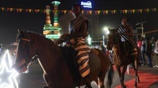 Des cavalières arrivent lors du Fespaco, festival panafricain du film et de la télévision de Ouagadougou, le 24 février 2019.
