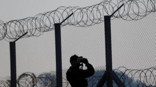 Cảnh sát Hungary tuần tra ở vùng biên giới với Serbia. Ảnh ngày 2/10/2016.