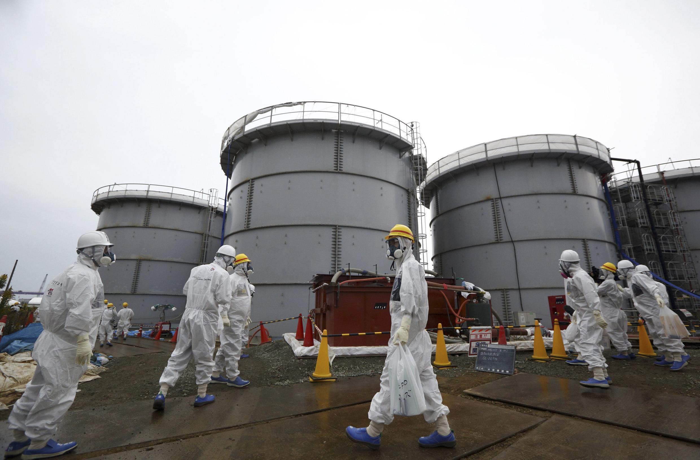 Un contrôle de la centrale de Fukushima.