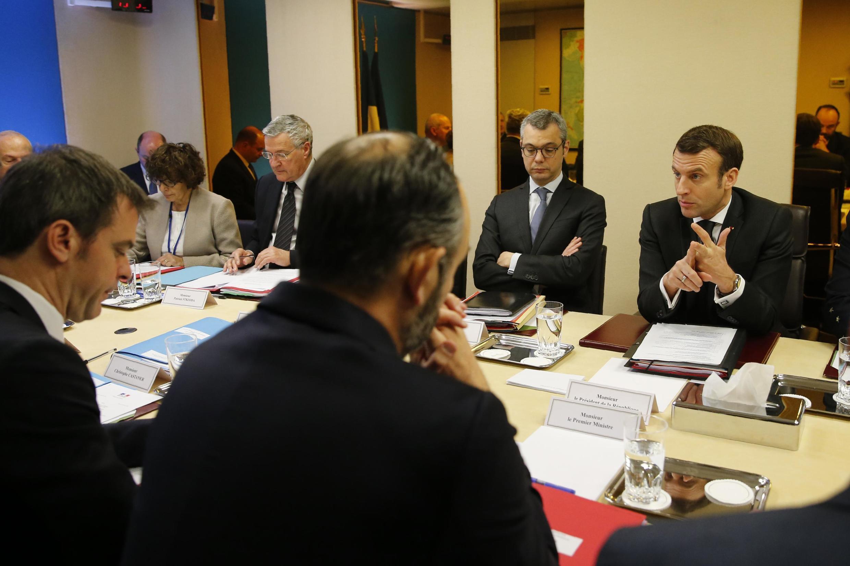 Le président français Emmanuel Macron lors du conseil de défense sur l'épidémie de coronavirus à Paris, le 29 février 2020.