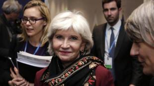 La diplomate Laurence Tubiana (c) bras droit de Laurent Fabius, lors de la COP21 à Paris, le 5 décembre 2015.