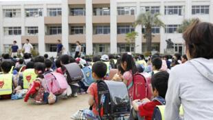 Escola é evacuada depois do terremoto que ocorreu nesta segunda-feira (18).