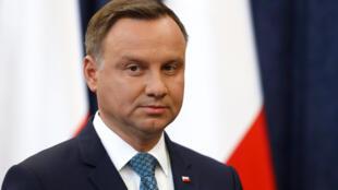 Le président polonais Andrzej Duda (ici en 2017) est le favori de la prochaine présidentielle. Mais l'écart avec son adversaire se resserre.