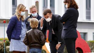 Criança covid Macron