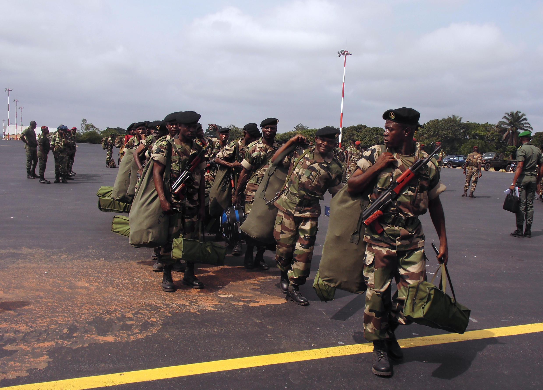 Des soldats congolais en partance pour la RCA, en décembre 2013.