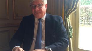 Rodrigo Janot, procurador-geral da República, na embaixada brasileira em Paris, nesta segunda-feira, 27 de abril de 2015.