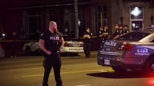 Un périmètre de sécurité, mis en place après une fusillade, survenue à Toronto le 23 juillet 2018