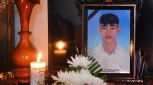 UmRetrato de Nguyen Dinh Luong, de 20 anos, que estava entre as vítimas encontradas mortas num camião na Grã-Bretanha. 29/10/2019.