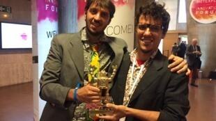 Mundano e Breno Castro Alves, da ONG Pimp My Carroça, criadores do aplicativo Cataki.